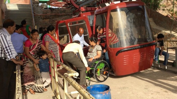 Boarding the gondola by lifting the wheelchair