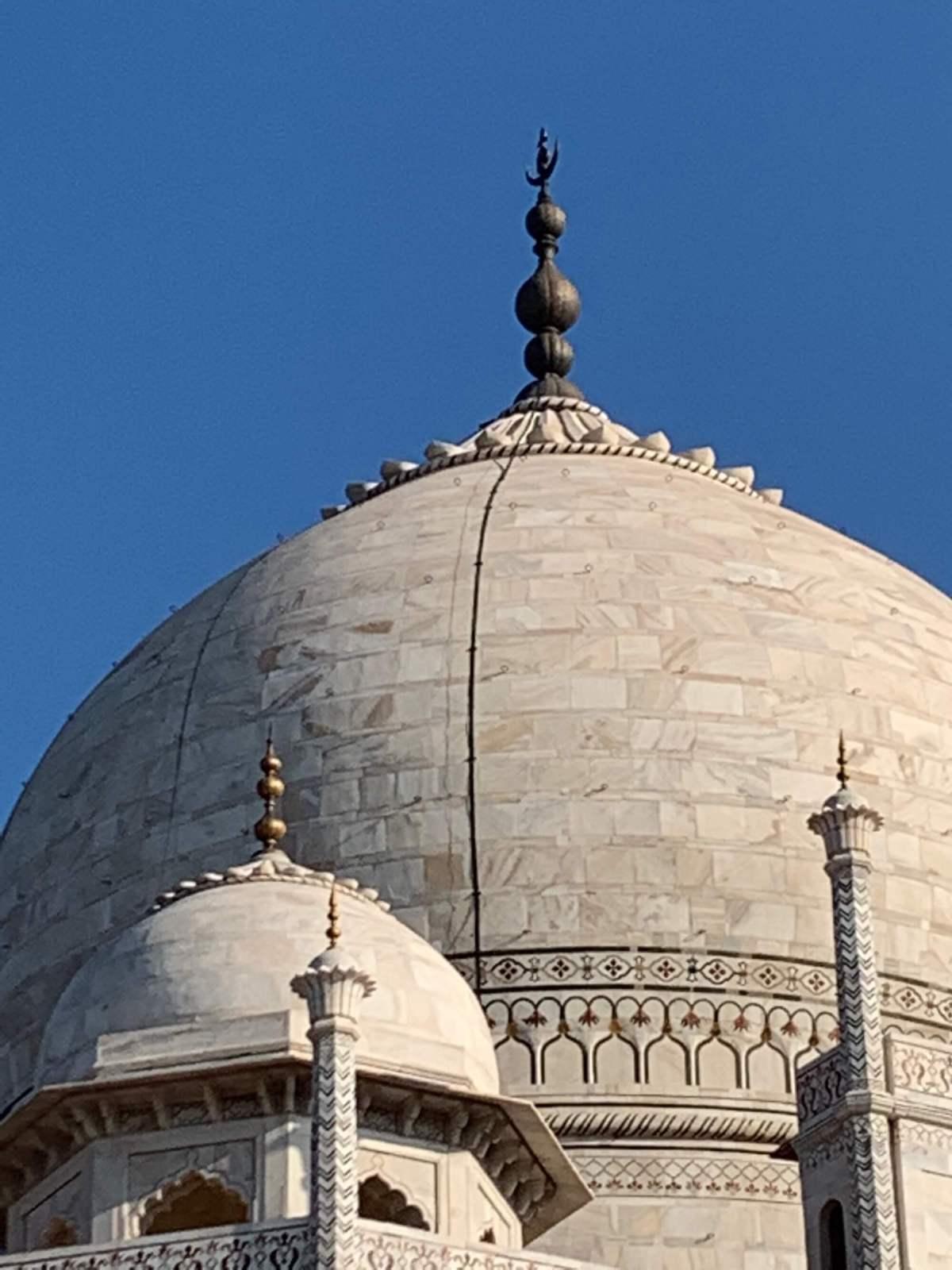 The dome and pinnacle of Taj Mahal