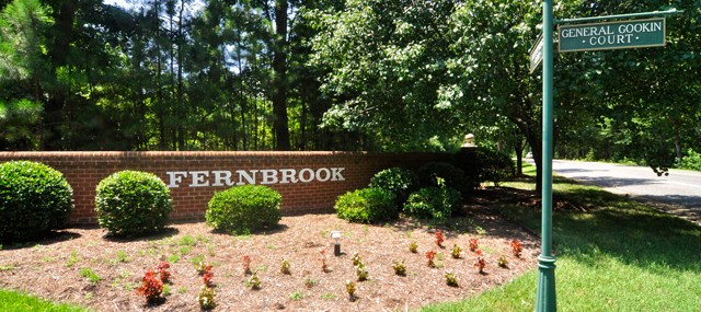 entrance to fernbrook neighborhood williamsburg va