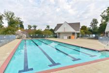 pool williamsburg bluffs