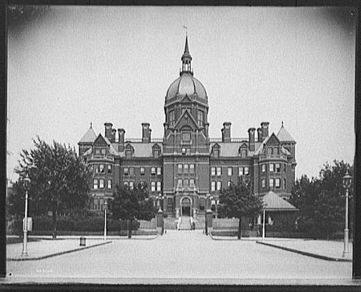Johns Hopkins Hospital, Main Building, Baltimore, Md.. American Memory Project, Touring Turn-of-the-Century America: Photographs from the Detroit Publishing company, 1880-1920, LC-D4-33134 DLC (b&w glass neg.). Library of Congress