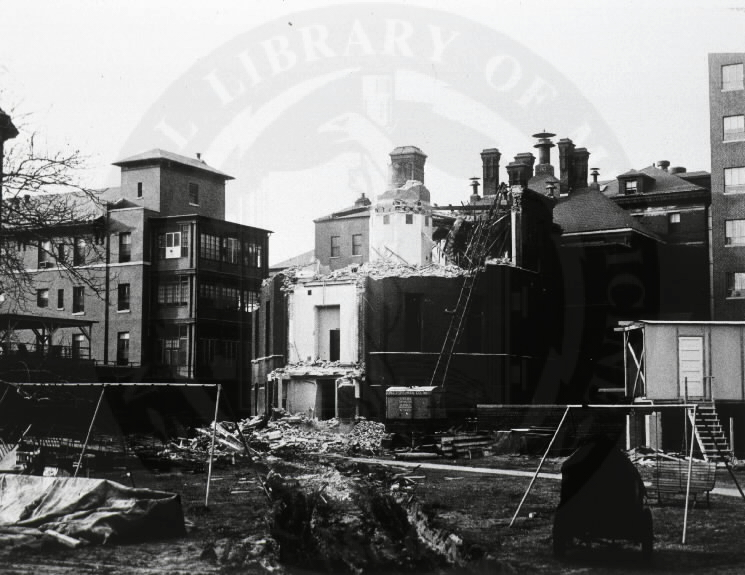 Johns Hopkins Hospital, Baltimore : Destruction of Thayer Clinic Building [A01761]. Images from the History of Medicine Collection. National Library of Medicine, History of Medicine Division