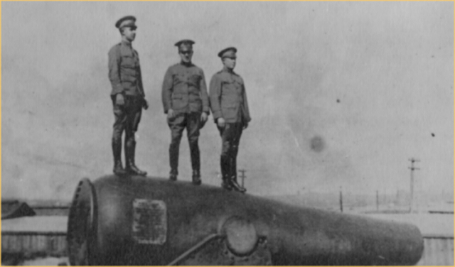 Unidentified Army Medical Officers on Rodman Guns. Fort McHenry National Monument and Historic Shrine. Fort McHenry National Monument and Historic Shrine