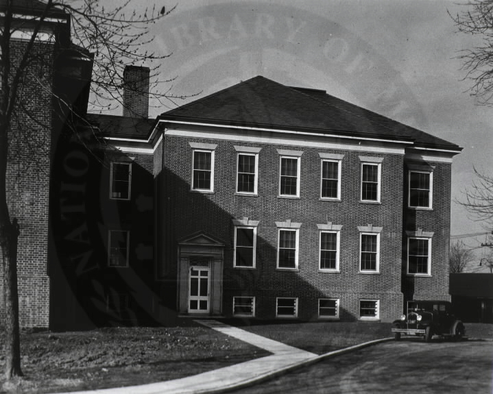 U.S. Army Hospital, Fort Howard, Maryland. : Side view of main building. A08905. Images from the History of Medicine Collection. National Library of Medicine