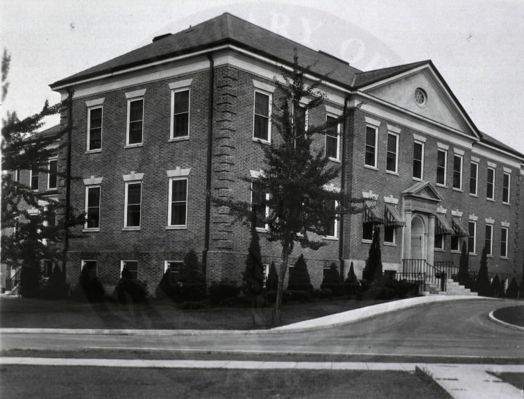 U.S. Army Hospital, Fort Howard, Maryland. : Side view of main building. A08907. Images from the History of Medicine Collection. National Library of Medicine