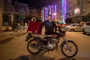 تقييد خدمات توصيل المطاعم ينعش مبيعات الدراجات النارية في مصر