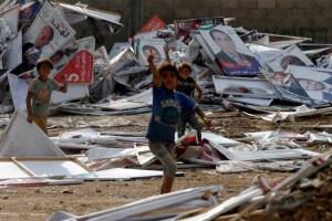 فوضى واستعراض بأسلحة أوتوماتيكية في الأردن يطيحان بوزير الداخلية
