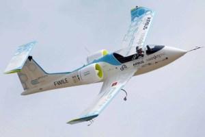 الطائرات الهجينة تنهض على حطام أحلام الطيران الكهربائي