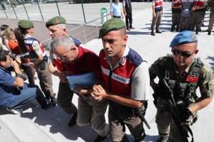 أردوغان يمعن في تصفية خصومه داخل الجيش التركي