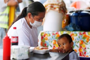 صعوبة بلع الطعام من أعراض التهاب المريء لدى الطفل