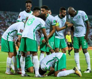 نجح المنتخب السعودي في التغلب على شقيقه العماني في الجولة الثانية