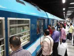 """مصر.. هيئة سكك الحديد توقف """"كمساري"""" فيديو الاعتداء على راكب"""