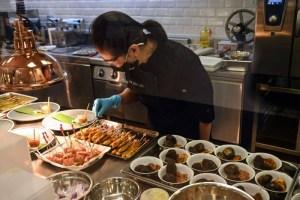 أطباق آسيوية تقليدية في سنغافورة ببدائل لحوم نباتية
