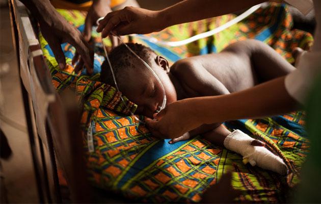 Den lille dreng Kamalondo har fået sundhedshjælp af Læger uden Grænser i DR Congo. Han lider af sygdommen mæslinger.