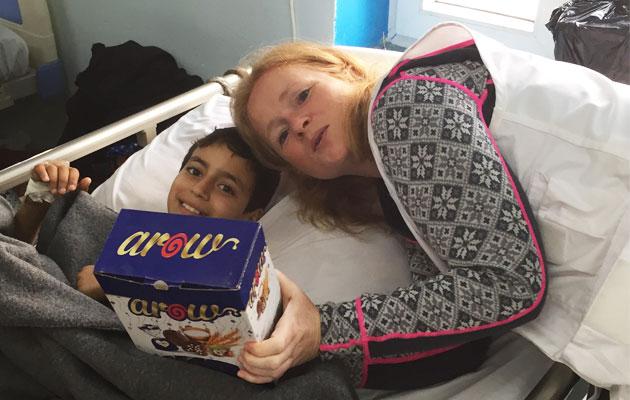 Konflikten i Irak har sendt denne dreng på flugt. Han får hjælp af Læger uden Græners kirurg.