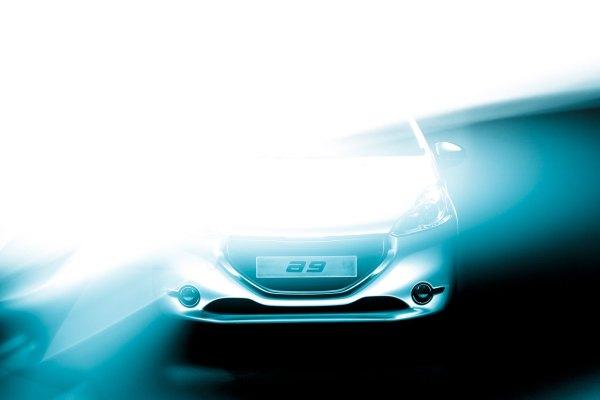 07-Peugeot-208-Concept-Lightpainting-00