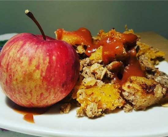 Pumpkin Apple Crumble with Homemade Caramel Sauce. A delicious, healthy twist on an old classic! Gluten free, vegan and refined sugar free.
