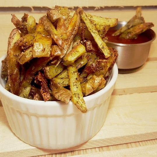 A healthy spin on classic french fries with savoury rosemary and dill for a pop of flavour. Gluten free and vegan and only 6 ingredients.