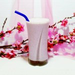 3 Ingredient Creamy Strawberry Milkshake | This healthy recipe is super easy to make. All you need is a food processor and you have one delicious healthy dessert. Vegan, gluten free, dairy free, refined sugar free. Enjoy awesome flavour without any guilt. Click through for the recipe. #healthydessert #glutenfree #vegan #healthyrecipe