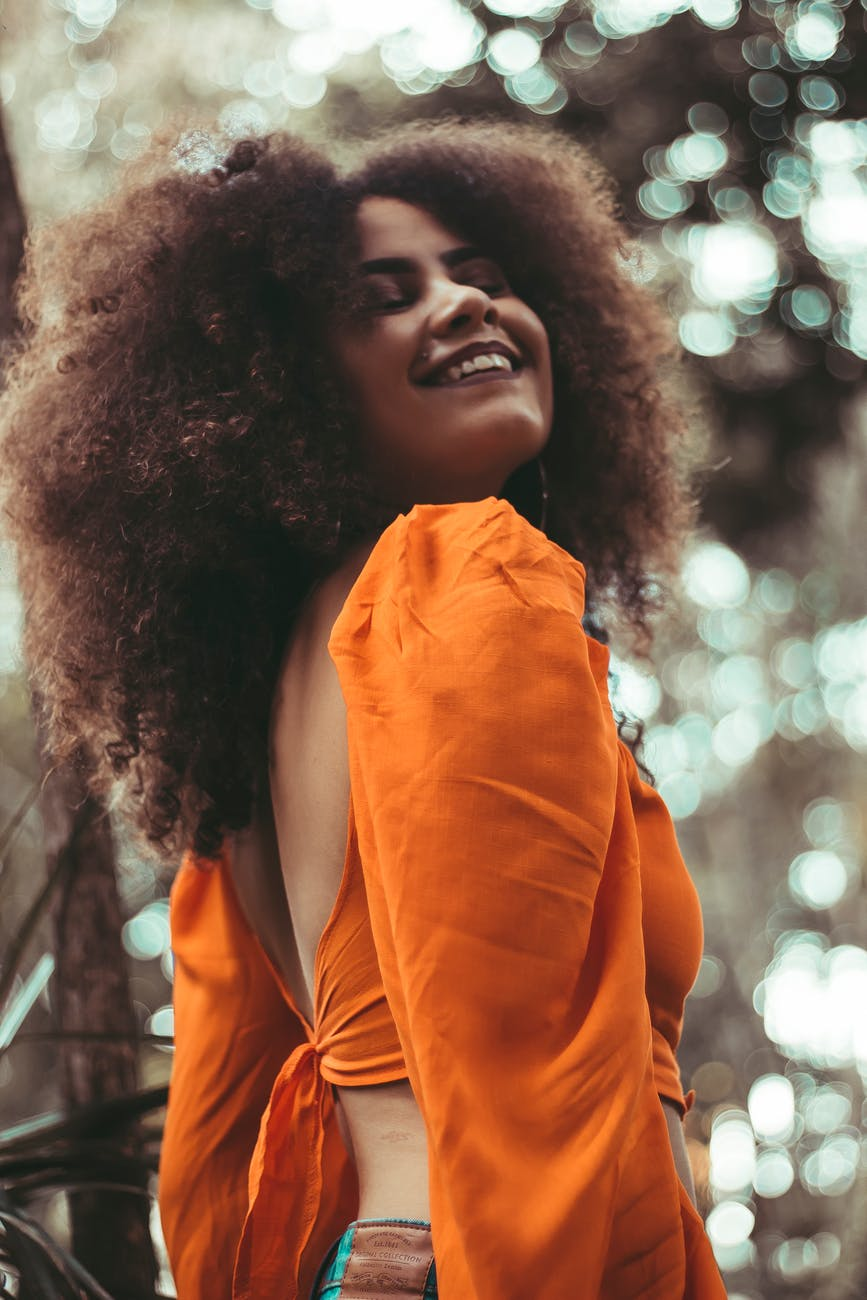 How to wear the color orange this summer
