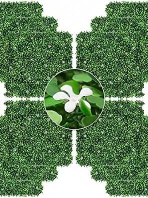 عشب اصطناعي ذو أزهار بيضاء