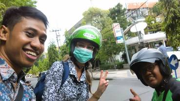 Me with one of my many GoJek drivers after an event at Universitas Airlangga last week.