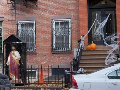 Wyckoff St - Jesus and the pumpkin