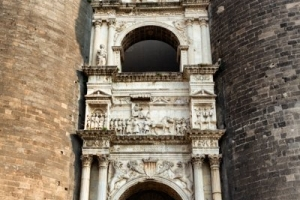 Триумфальная арка Castel Nuovo