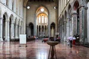 В церкви Сан Лоренцо Маджоре  в Наполе