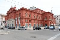 Театр Петруццелли в Бари