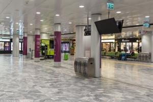 Упаковка чемоданов в аэропорту Пизы