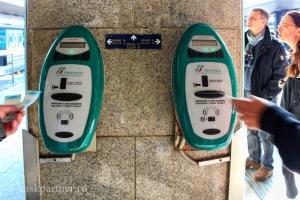 Билетные компостеры на вокзале Термини