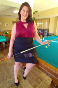 Plus size fashion blogger wearing Yours Clothing pencil skirt and top