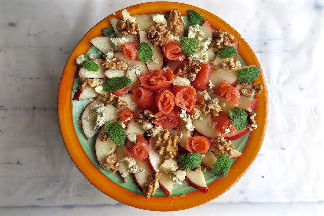 Smoked salmon, nectarine, walnut and blue cheese salad