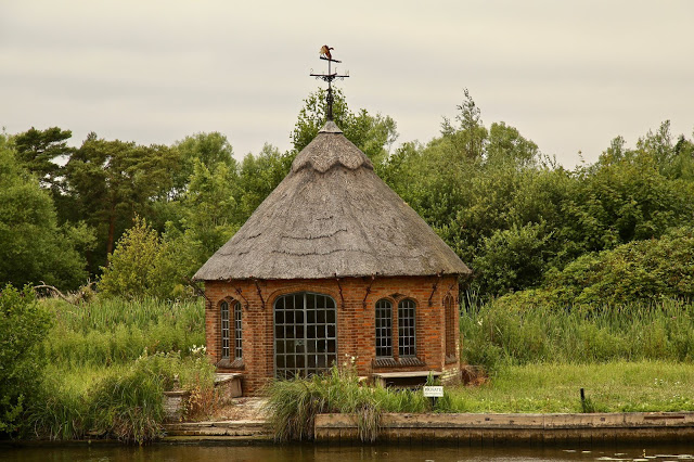 thatched cottage/Boating on the Norfolk broads, pic: Kerstin Rodgers/msmarmitelover.com