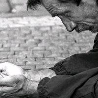 Por mucho que nos quieran hacer creer lo contrario: la situación económica de muchas personas y familias de este país sigue siendo mala...