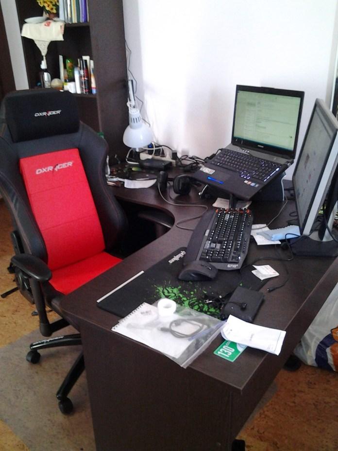 рабочее место с креслом