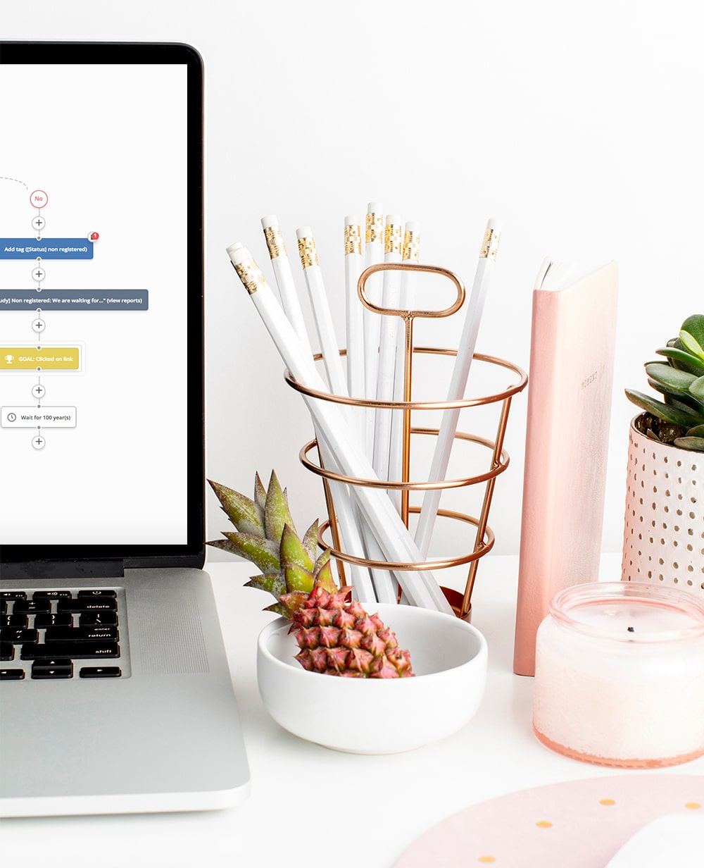 Ms Pollyanna | Desktop showing laptop, pencil holder with pineapple