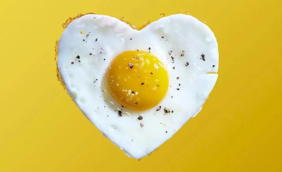 تعرف على تفسير رؤية البيض المقلي في المنام لابن سيرين موقع