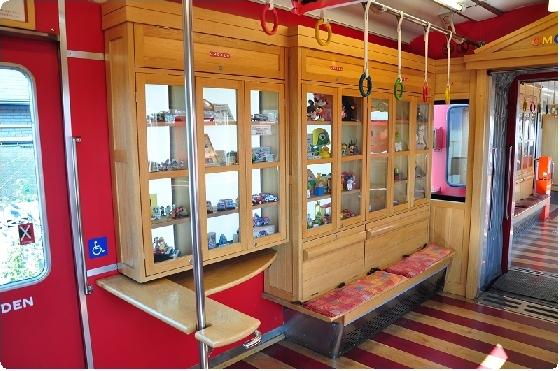 日本特色電車超吸睛!讓你一路玩玩具、轉扭蛋的「玩具電車」