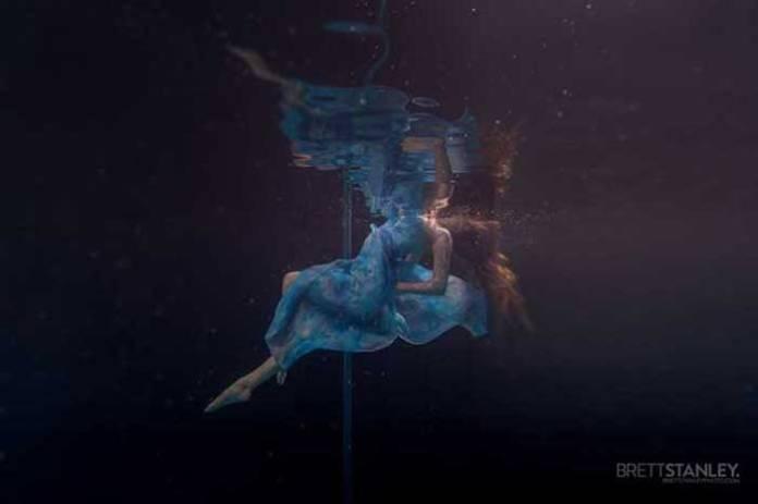 水中大跳鋼管舞,憋氣也能美得冒泡!