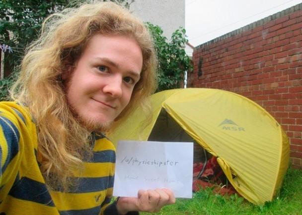 24歲留英碩士為省錢借好心人後院露營一年