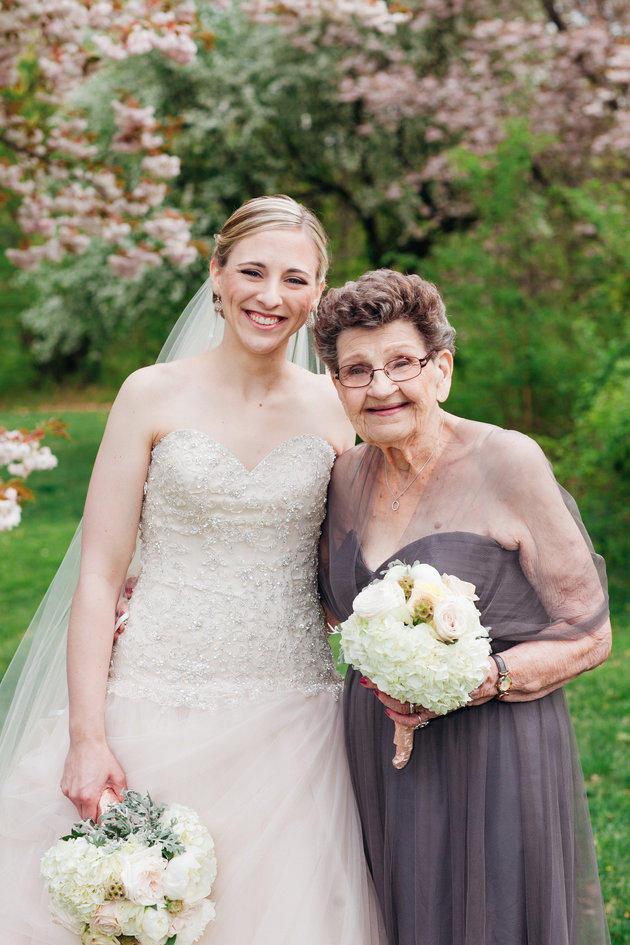 萌萌噠!美國89歲高齡祖母任伴娘搶風頭
