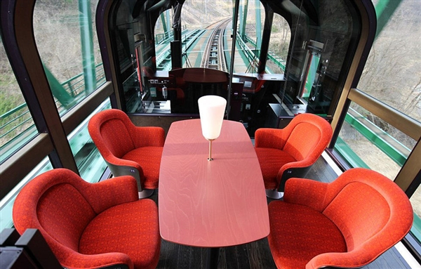日本推出高科技透明觀景列車,坐著也可以將絕美風光盡收眼底!