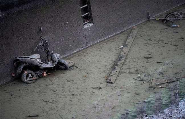 [驚訝] 時隔15年,巴黎政府再次清理運河...發現的東西讓大家都無言以對!