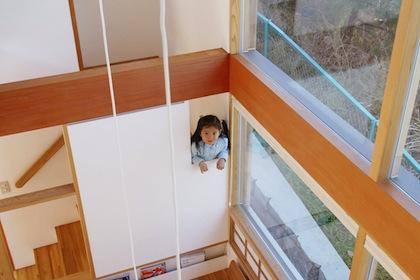 吹き抜けと階段