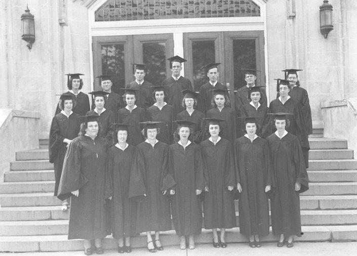 1945 Senior Class graduates of Morehead State Teachers College.
