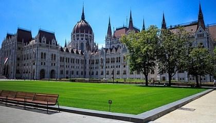 Ülésezett a Parlament