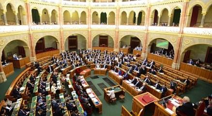 Parlament: Cinikus volt Orbán
