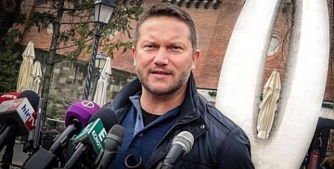 Ujhelyi: Orbán lebukott!
